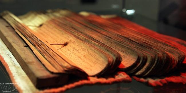 Sách lá của người Khùa