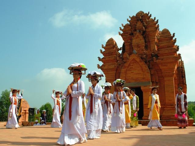 Vai trò của du lịch trong Bảo tồn và phát huy giá trị Văn hóa Chăm vùng Duyên hải Nam Trung Bộ