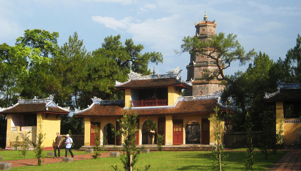 Đầu xuân khám phá chùa Thiên Mụ
