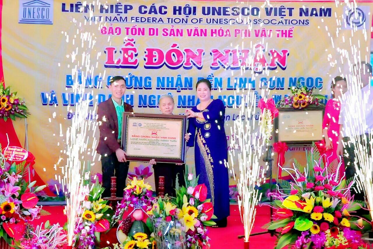 Người góp phần giữ gìn và phát huy nét đẹp của Thực hành Tín ngưỡng thờ Mẫu tam phủ của người Việt