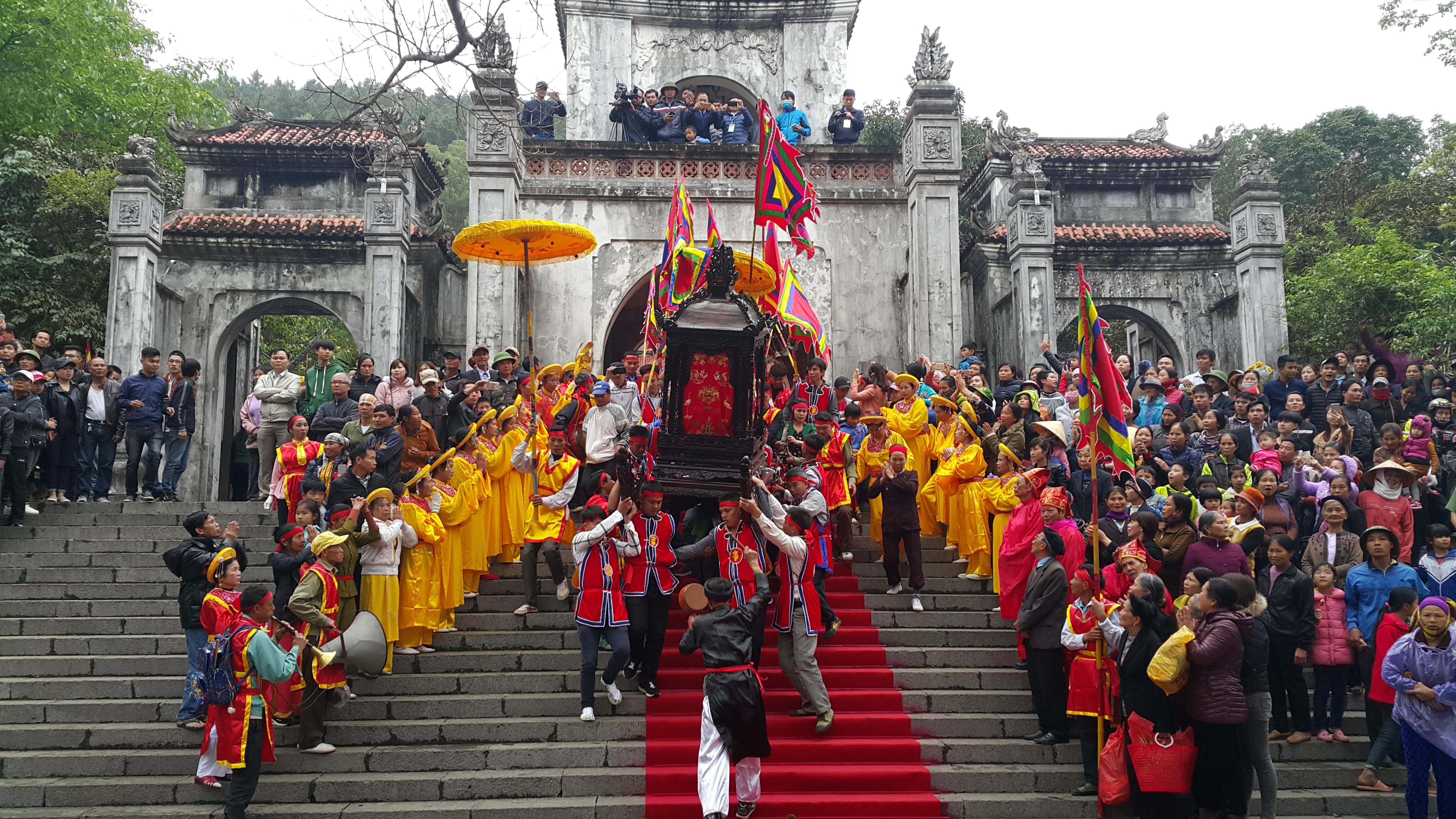 Thanh Hóa: Hàng vạn người đổ về tham dự Lễ hội đền Bà Triệu