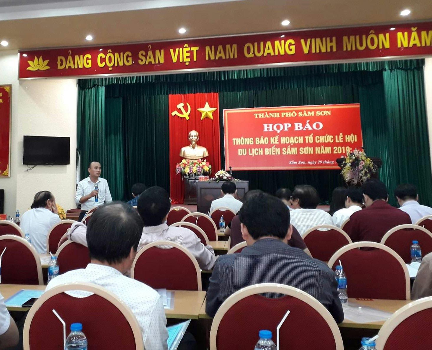 """Sầm Sơn 2019 sẽ có Lễ hội """"Tình yêu - Hòn Trống mái"""" và Carnaval đường phố"""
