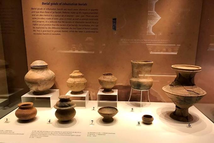 Trưng bày hiện vật khảo cổ Bãi Cọi